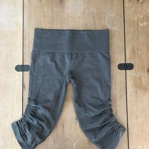 Lululemon Athletica Ebb and Flow Size 6